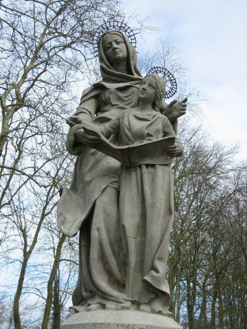 Auray statue sainte anne marie
