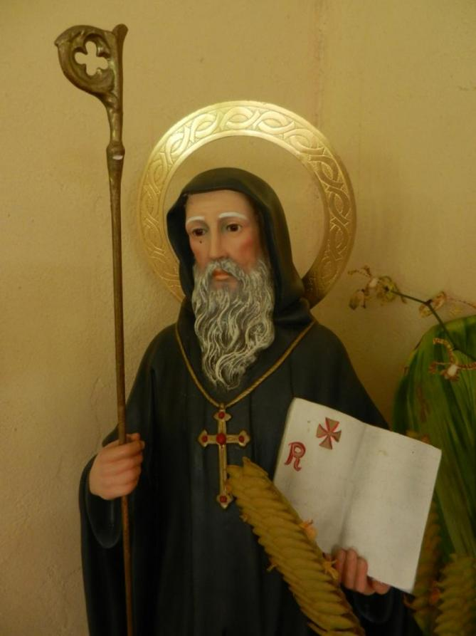 buste-de-la-statue-de-saint-benoit-de-nursie-dans-l-eglise-saint-benoit-de-teahupoo-a-tahiti-1.jpg