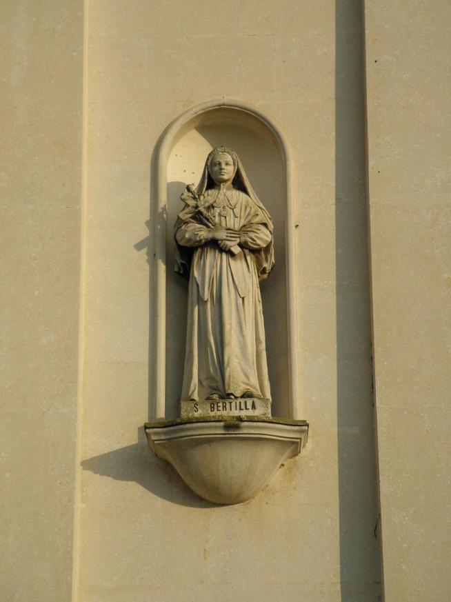 Chiesa dei santi pietro e paolo facciata statua santa bertilla cagnano pojana maggiore 11