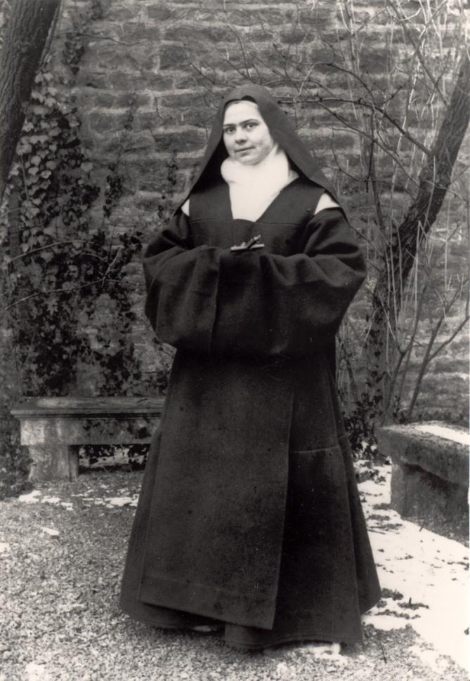 Elisabeth de la trinite portant l habit de carmelite