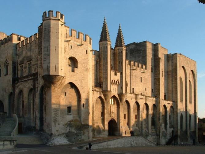 Facade du palais des papes 1