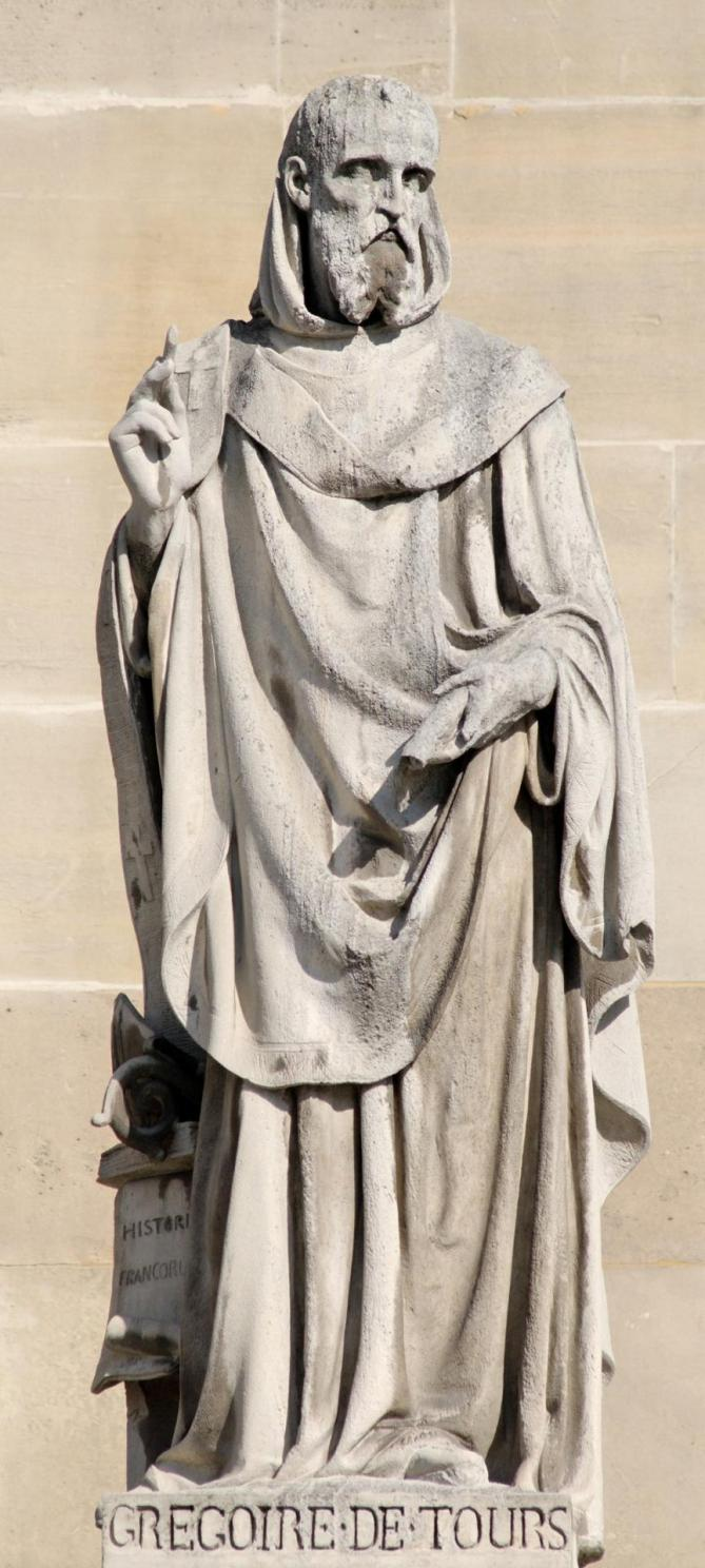 Gregory of tours cour napoleon louvre 11
