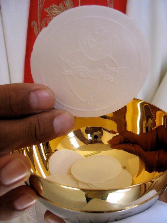l-eucharistie-fait-de-nous-des-temoins.jpg