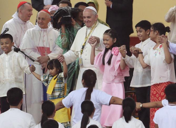 Le pape apprend aux jeunes philippins a pleurer article popin