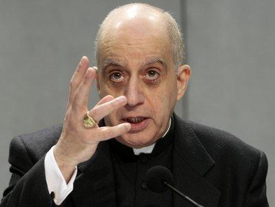 mgr-rino-fisichella-president-du-conseil-pontifical-pour-la-promotion-de-la-nouvelle-evangelisation.jpg