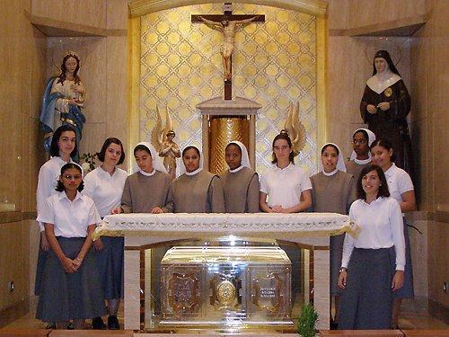 Novipost capilla madre carmen