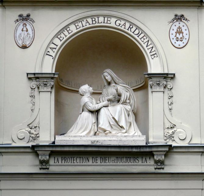 P1240775 paris vii nd medaille miraculeuse niche et statue rwk