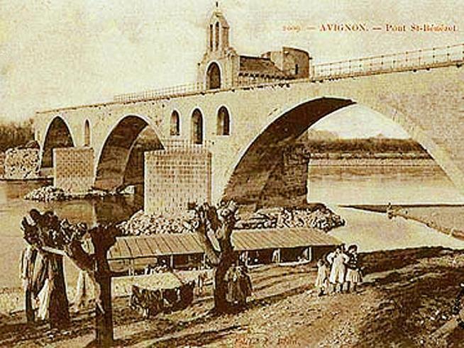 Pont saint benezet d avignon bateau lavoir