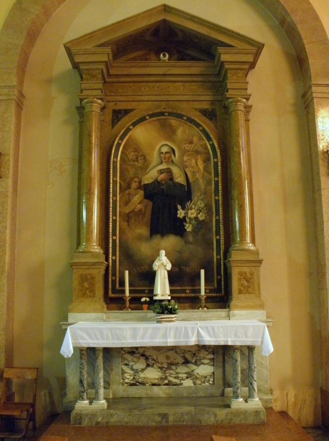 Santa maria degli angeli interno altare santa giovanna antida thouret adria italy