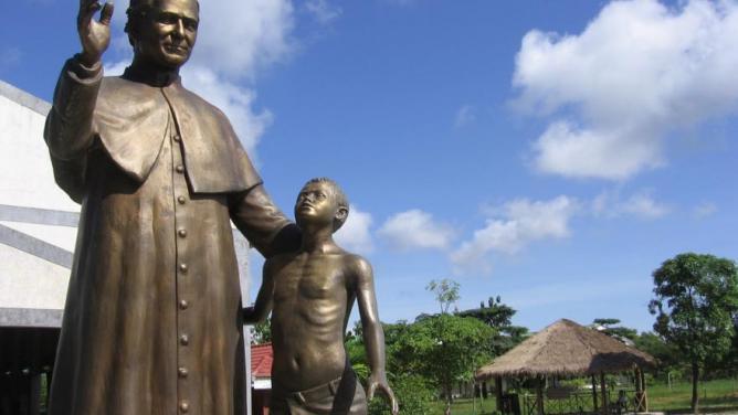 Statue de saint jean bosco au cambodge