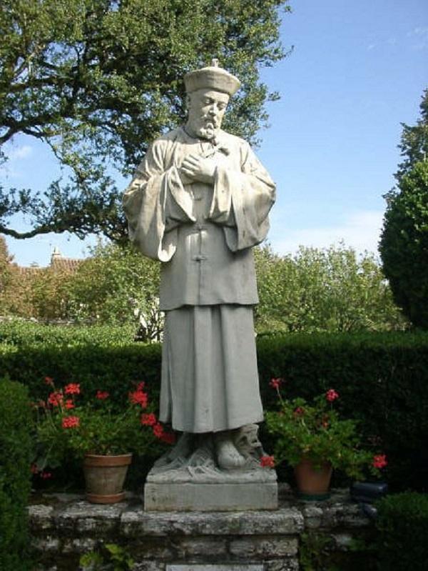 """Père Spirituel: †  """"Je  me présente"""" † - Page 22 Statue-perboyre.2"""