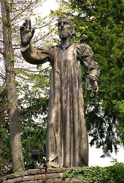 Statue von nikolaus v d flue in flueli ranft
