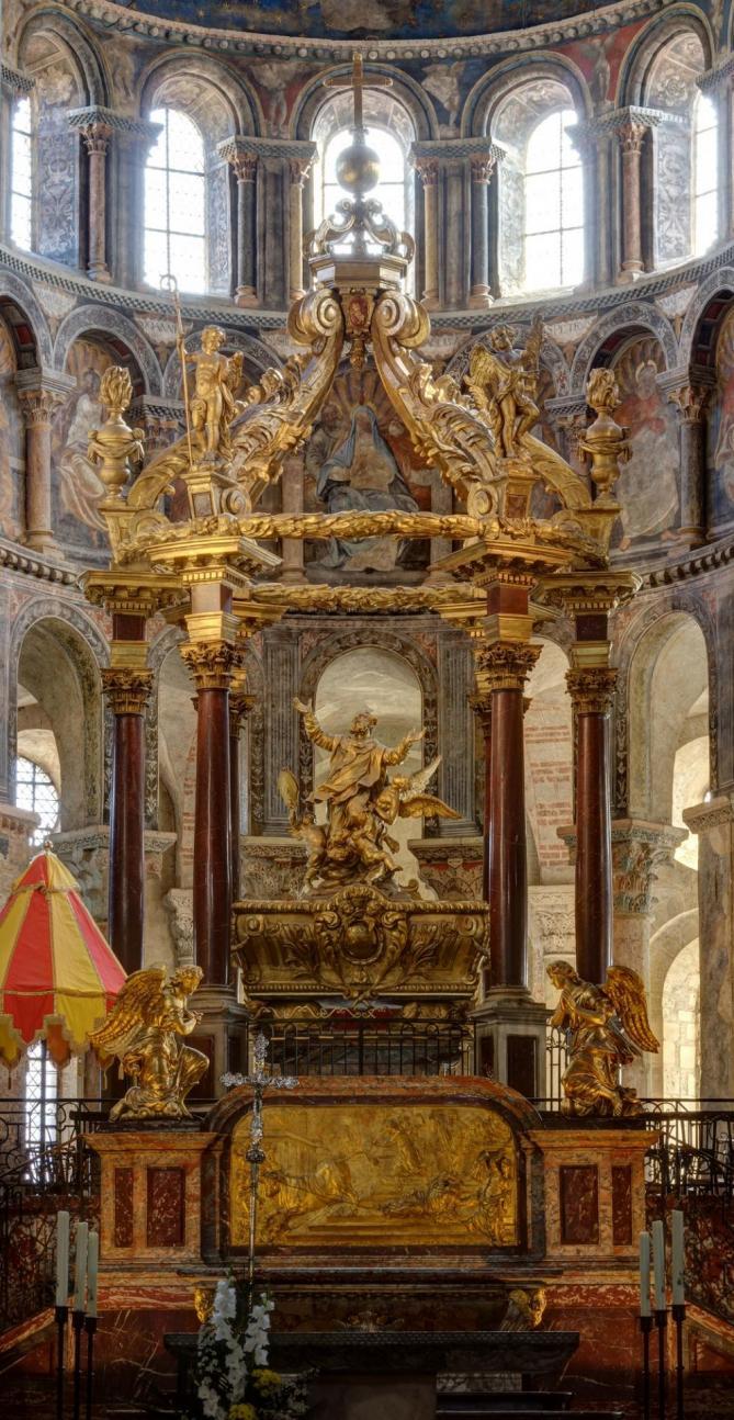 Tomb of saint saturnin basilique saint sernin exposures blending 11