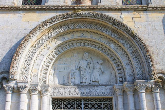 Vaux sur aure eglise saint aubin portail 11